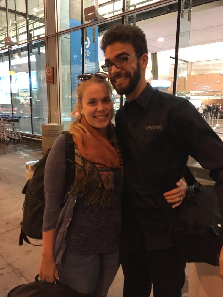 Dominic et moi avant d'entrer dans l'aéroport Pierre-Elliott Trudeau