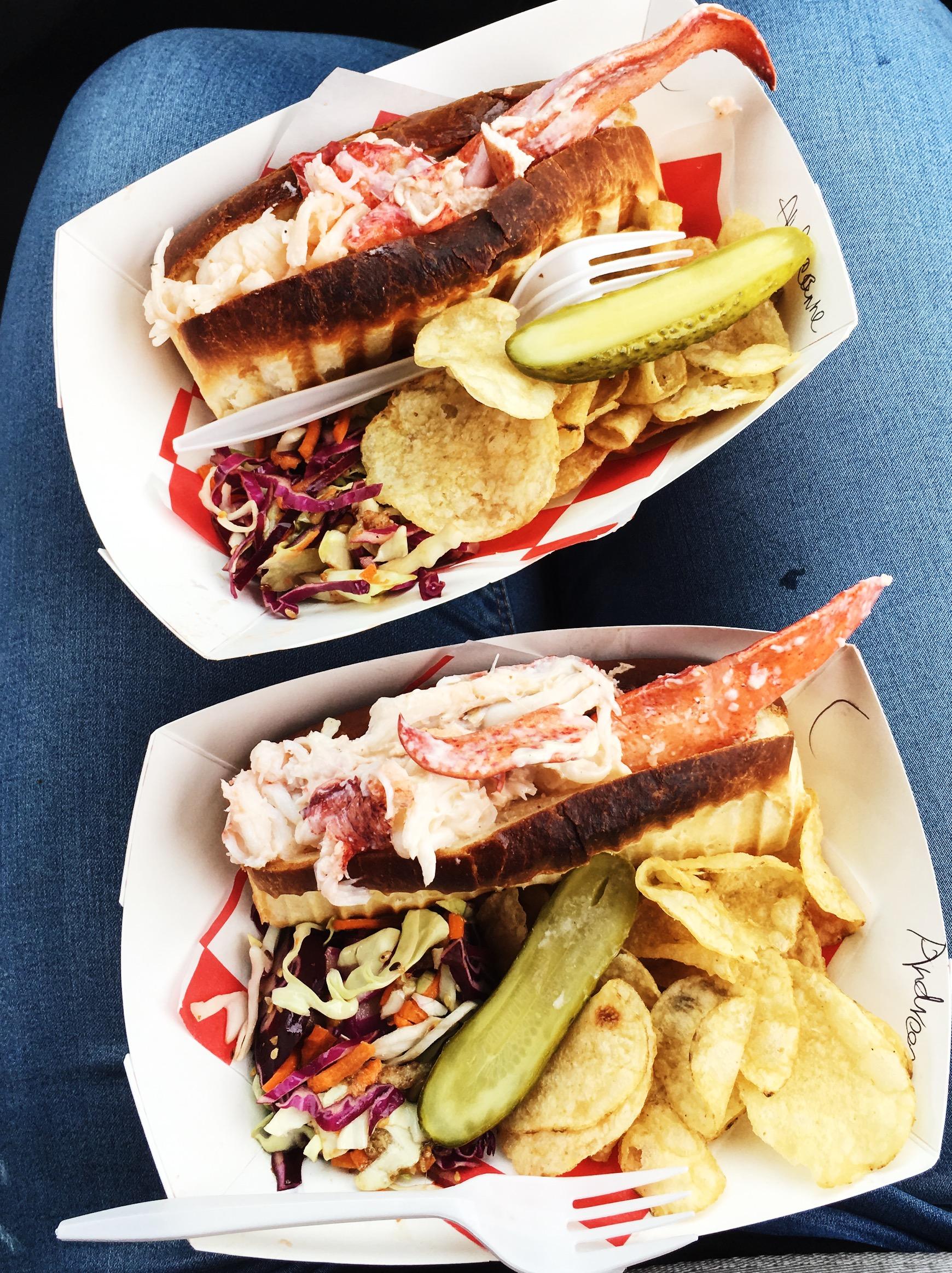 lobster-roll-peggys-cove-nova-scotia-1