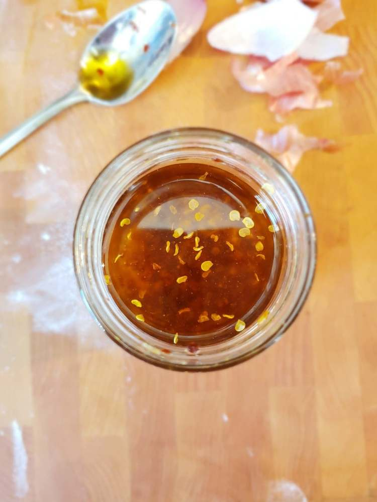 huile-piquante-chili-ail-recette